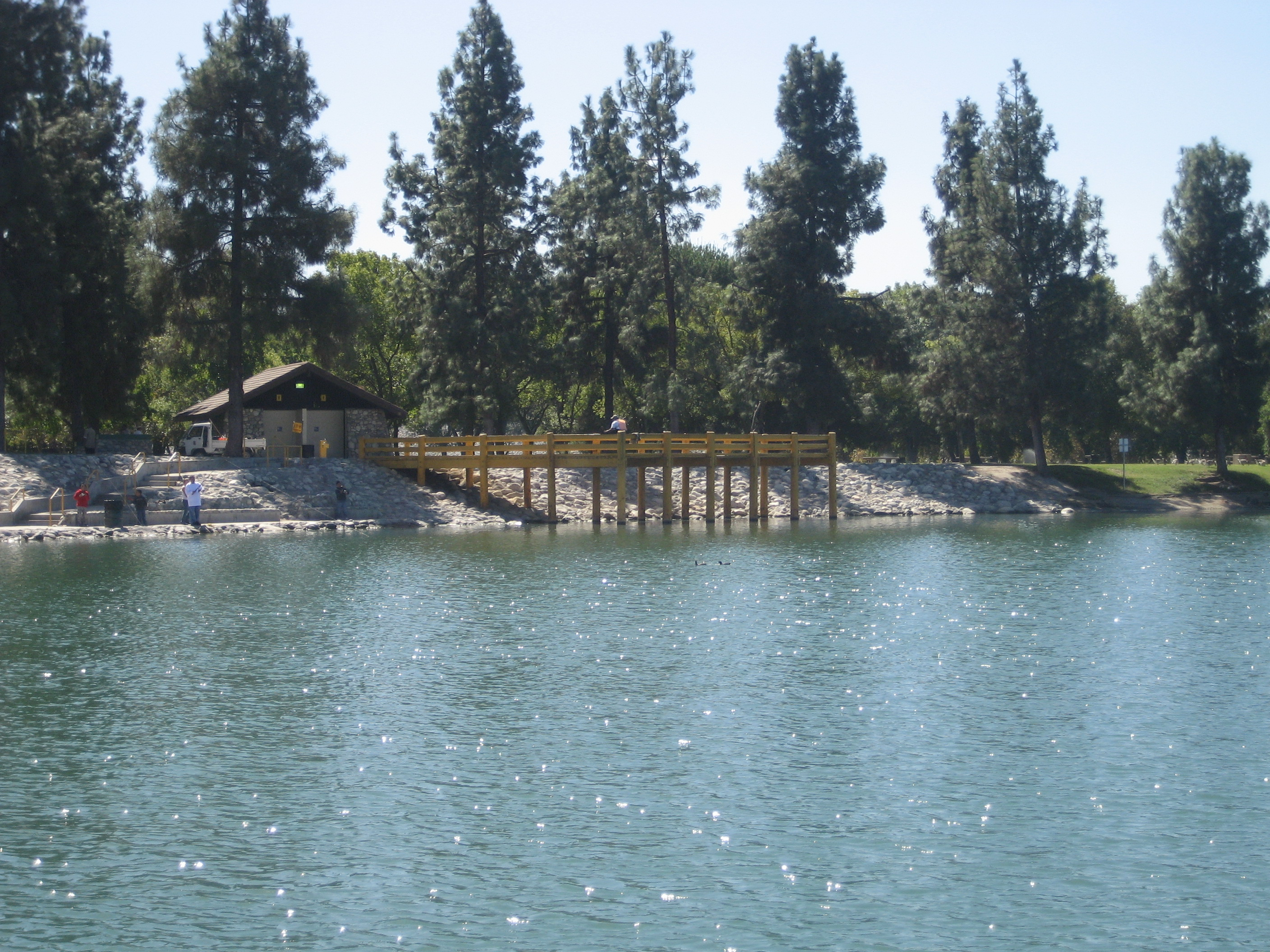 Santa fe dam recreation area clears algae from lake with for Santa fe dam fishing